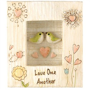 Placa Love one another. Resina