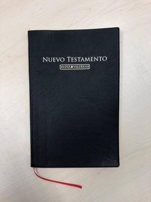 Nuevo Testamento RVR 262L/G. Letra grande. Plástico. Negro - RVR60